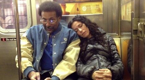 Photo : George Ferrandi s'endort sur l'épaule des passagers du métro   Mediation & innovation sociale   Scoop.it
