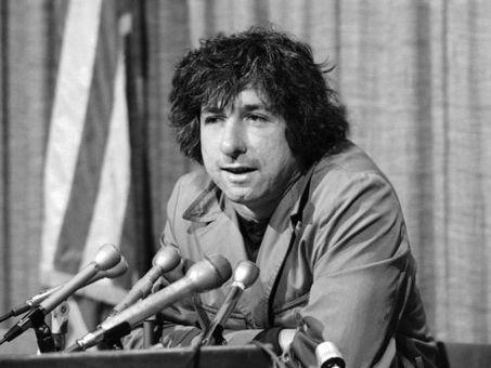 Tom Hayden, 60s activist, Vietnam war protestor, ex-husband of Jane Fonda; dead at 76.  | iLife | Scoop.it