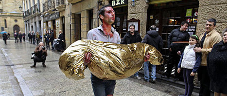 Omar Jerez pasea un cadáver de ETA por las herriko tabernas de San Sebastián - elConfidencial.com | Magenta - Espacio cultural 2.0 | Scoop.it