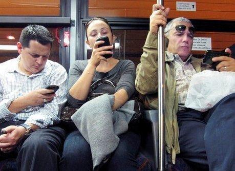 Nomophobie, l'addiction ou la dépendance au téléphone portable   SERVICE SOCIAL DU TRAVAIL   Scoop.it