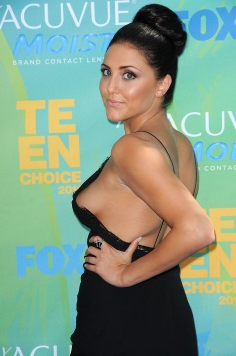 Cassie Scerbo nude side boob and sexy pics | Famous Naked Celebrities | Scoop.it