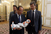 "VIDEOS. François Hollande, Nao le robot et le ""patriotisme industriel d'antan"" 
