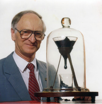 Finally, falling pitch drop caught on camera after a 69-year wait | Amazing Science | Scoop.it