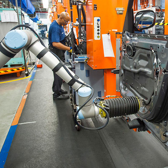 In Radical Shift, Robots Work Right Next to Auto Workers | MIT Technology Review | Robolution Capital | Scoop.it