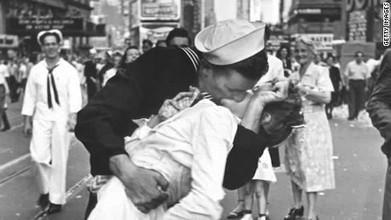 Nurse kissed by sailor in V-J Day photo dies   World at War   Scoop.it