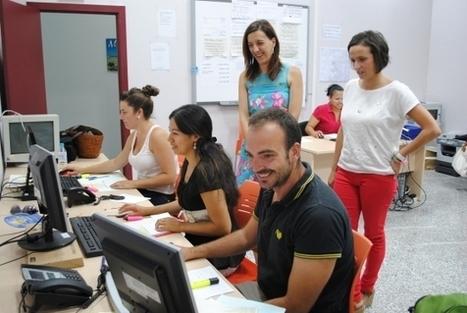 Trabajadores de la Renta Básica actualizan la base de datos municipal para mejorar la relación entre Ayuntamiento y ciudadanos - Mijas Comunicación SA   Renta básica   Scoop.it