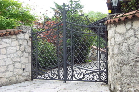 """Wrought iron gate as """"instrument of communication"""" 