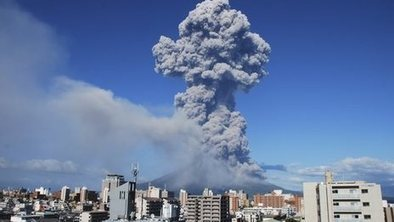 Volcano covers Japanese city in ash | AS G1 Tectonics, Rivers and Climate Change | Scoop.it