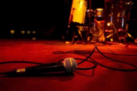 O Poetry Slam já não é só de Lisboa e esta noite é o país que entra ...   Portuguese Poetry   Scoop.it