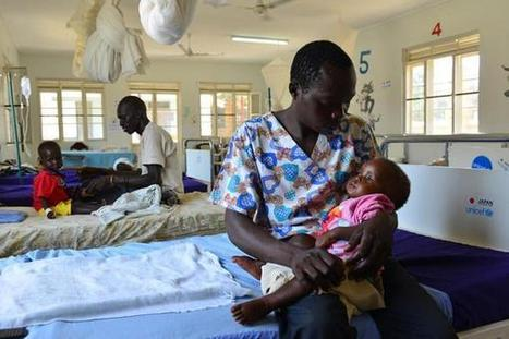 """UNOCHA South Sudan on Twitter: """"A father holds his child, who is receiving treatment for severe malnutrition, Juba, #SouthSudan. cr @Unicef / Nesbitt http://t.co/mN0cVmOesl"""" 