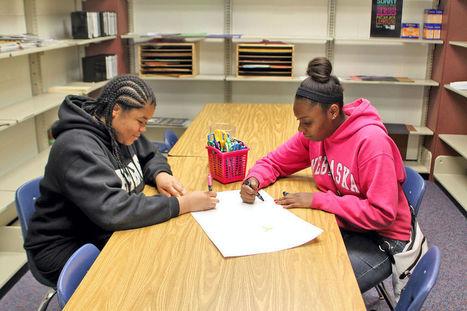 School librarian brings fresh ideas to media center - Omaha World-Herald | Skolbiblioteket och lärande | Scoop.it