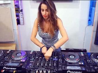 Ce qu'on voit quand une femme DJ est aux platines - Videobuzzy | DJ and Go | Scoop.it