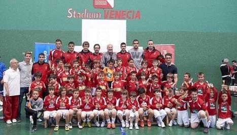 Meseguer, Tarsi y Carlos Javier en la clausura del Torneo Escuelas de fútbol de Stadium Venecia | Iberasports | Scoop.it