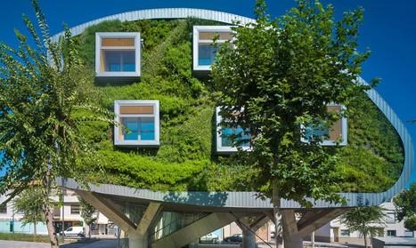 Prototype for 2020 : Lush green walls sandwich pioneering net-zero energy building in Spain | L'usager dans la construction durable | Scoop.it