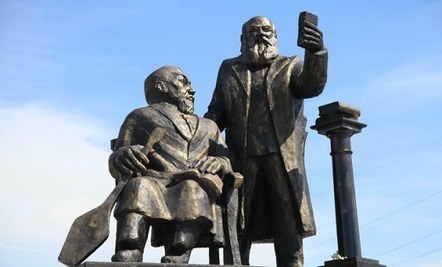 "Kazakhstan Takes Down Statue Ridiculed as ""Hobbit Selfie"" - artnet News 
