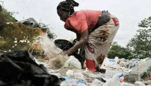 Prolifération des sacs plastiques en Afrique de l'Ouest : faut-il les interdire ? | Afrique: développement durable et environnement | Scoop.it