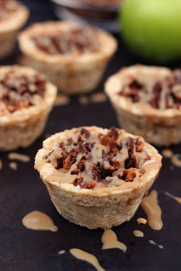 Mini Caramel Apple Pies with Cinnamon Streusel {gluten-free, vegan}   My Vegan recipes   Scoop.it