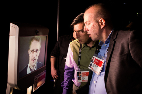 Snowden selfies: Edward Snowden roams TED2014  TED Blog Live | Interesting Reading to learn English -intermediate - advanced (B1, B2, C1,) | Scoop.it