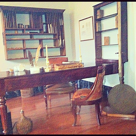 Oak Alley Plantation office. It wasn't there before. The first owners don't believe in mixing business with family, so offices were not supposed to be at home.   Oak Alley Plantation: Things to see!   Scoop.it