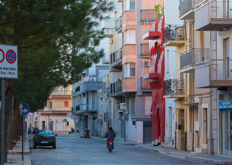 GG-loop transforms Italian house with red faceted facade | Form, Structure & Complex Geometry Innovations | Scoop.it
