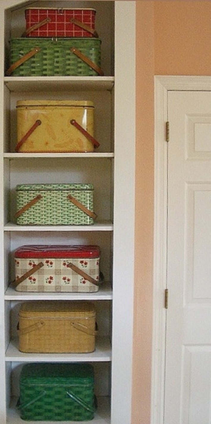 """""""What's in Your Collection"""": Vintage Picnic Hampers 