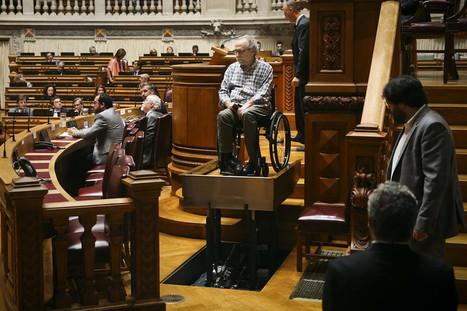 SIC Notícias | Plataforma de acesso de cadeiras de rodas ao púlpito do parlamento funcionou devidamente | Technocare | Tecnocuidado | Scoop.it