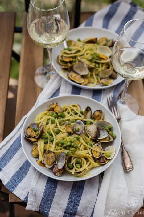Spaghetti with clams and peas - Spaghetti alle vongole e piselli | Le Marche and Food | Scoop.it