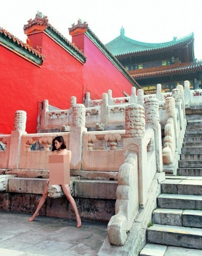 "Outcry over sexy photo shoot featuring naked model at Beijing's Forbidden City | ""Must Read"": China 