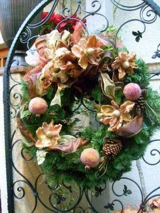 Elegant PomegranateWreath | Flowers for all occasions | Scoop.it