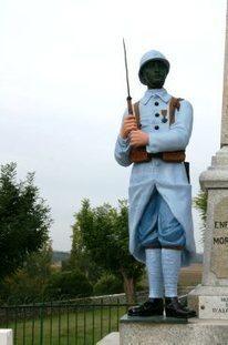 Le soldat du monument aux morts a pris des couleurs - ladepeche.fr | monument aux morts 14-18 | Scoop.it