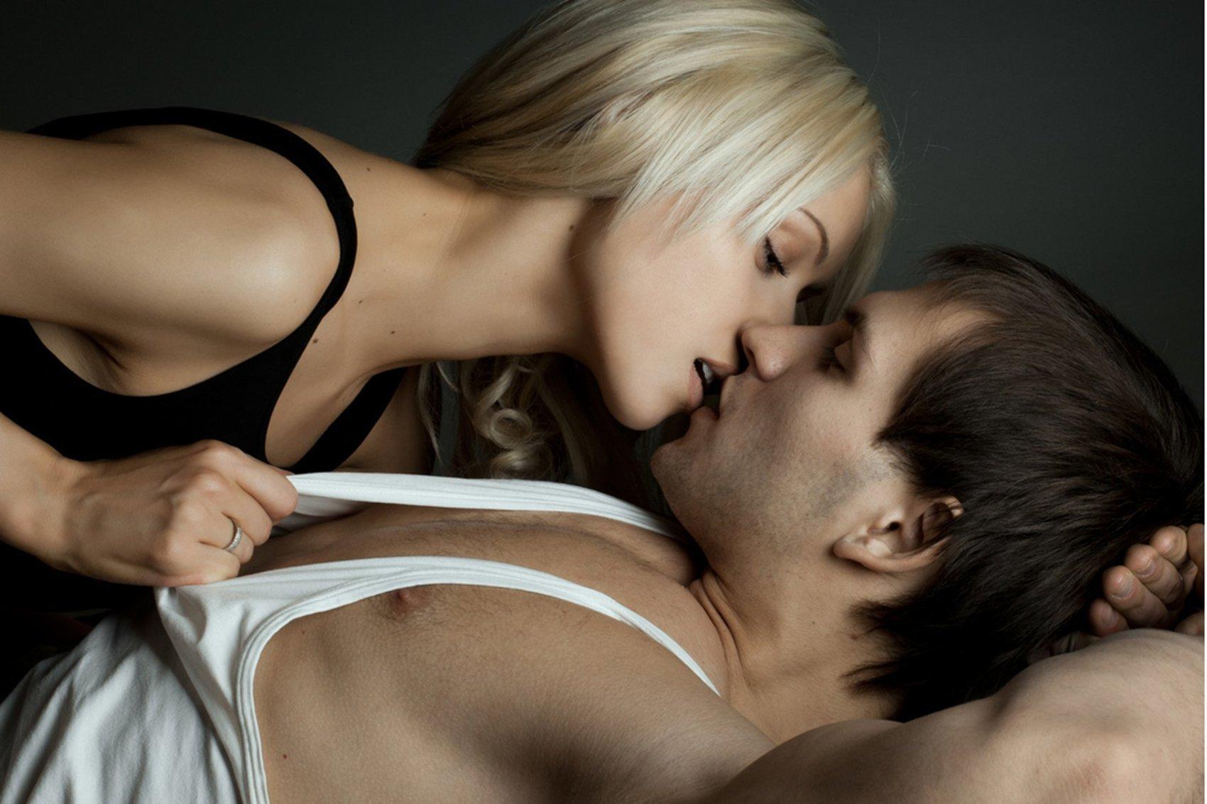 Смотреть какзаниматься хорошим возбудающим азартным сексом 20 фотография