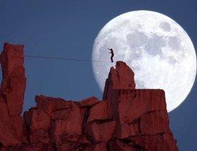 Dean Potter : hommage à ce sportif de l'extrême qui tutoyait la lune avec folie et poésie   Inspiration - Emotion - Motivation - Fun   Scoop.it