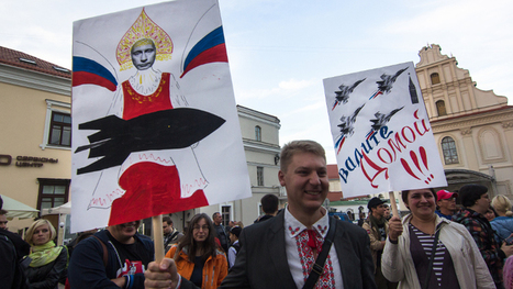 «Russians go home»: les Biélorusses manifestent contre l'installation de bases russes @_Centaure | 694028 | Scoop.it