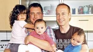 ... von zwei Leihmüttern | Wir sind schwul und haben 3 Kinder - BILD | Leihmutterschaft | Scoop.it