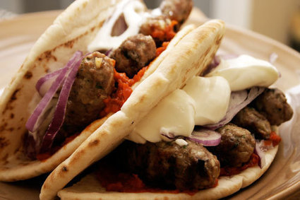 Bosnian Cuisine: Cevapi: Balkan Grilled Minced Meat | Muslim Traveler | Scoop.it