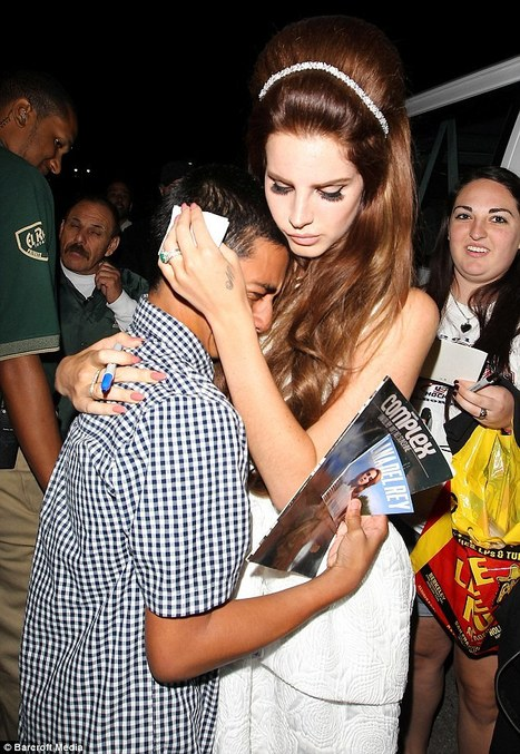 Lana Del Rey comforts young male fan after he gets very emotional while ... - Daily Mail | Lana Del Rey - Lizzy Grant | Scoop.it