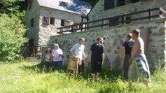 Elle offre deux bergeries à la communauté d'Emmaüs - France 3 Midi-Pyrénées | Vallée d'Aure - Pyrénées | Scoop.it