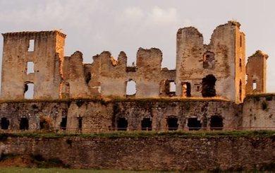 Le château de Lagarde conte le Moyen-Âge - ladepeche.fr | Monde médiéval | Scoop.it