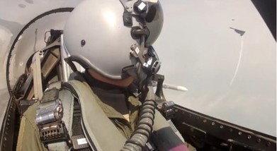 Awesome cockpit video shows U.S. F-16 fighter jets dropping bombs, escorting B-2 (among the other things) | Défense et aéronautique | Scoop.it