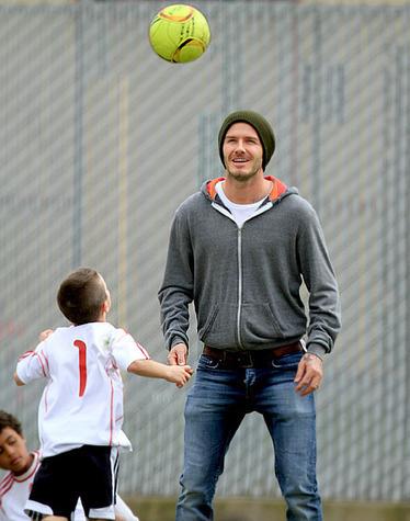 MASTER SOCCER SENSAI: David Beckham Plays Soccer W/His Kids | TonyPotts | Scoop.it