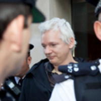 "Julian Assange ha ottenuto l'asilo politico dall'Ecuador - Wired.it | L'impresa ""mobile"" 