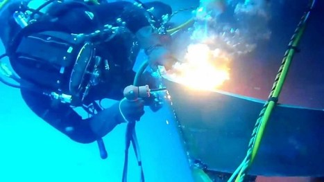 "Commercial Diver burning off damaged steel plate underwater using ""Broco"" oxy-thermic torch - YouTube 