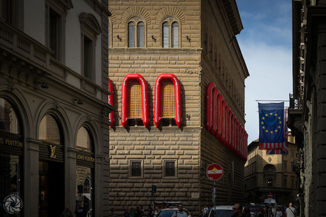 Ai Weiwei Wraps Florence's Palazzo Strozzi in Rubber Rafts for Powerful Installation About the Refugee Crisis | Le It e Amo ✪ | Scoop.it
