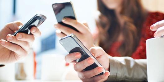 Non, tous les Français n'ont pas de smartphones et Facebook