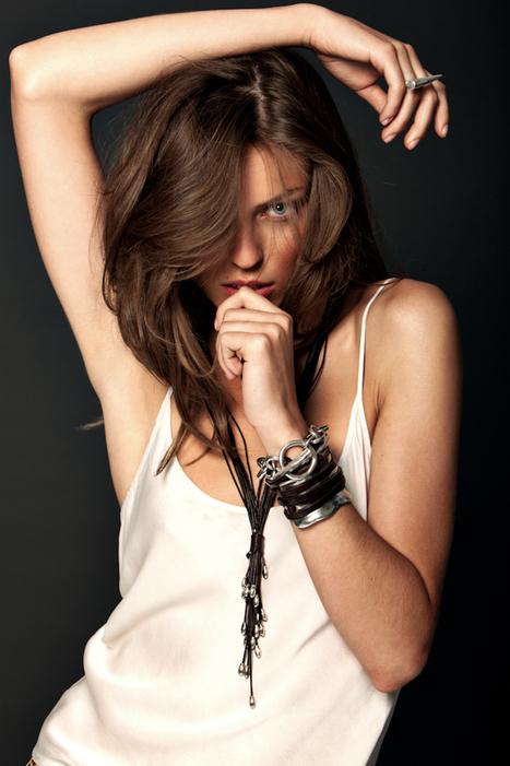 [editorial] 'Uno De 50′ | Victorija Bojarskaja by Esteban Palazuelos | Winter2012 | Fashion & more... | Scoop.it