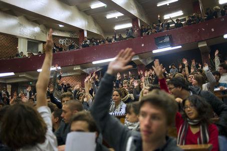 A Paris-I, un cours magistral de droit se réinvente sur Facebook | Tourisme et Formation | Scoop.it