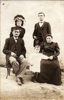 Marine et ses ancêtres... Blog de Généalogie: #Généathème : choisir une photo et raconter son histoire.... | Histoire Familiale | Scoop.it