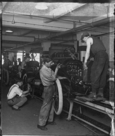 Model T Assembly Line Starts For First Time - October 7, 1913 | The Truth About Cars | Management et organisation | Scoop.it