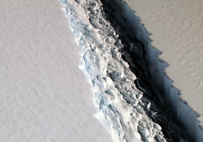 The crack in this Antarctic ice shelf just grew by 11 miles. A dramatic break could be imminent. | Upsetment | Scoop.it