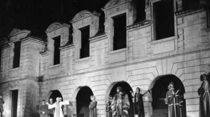 Histoire des quartiers (2/4) : A la ville comme à la scène : le Festival du Marais | La Mémoire en Partage | Scoop.it